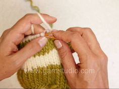 DROPS Knitting Tutorial: How to knit stripes in the round with no jog