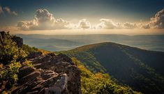 The 10 Best Shenandoah National Park Hikes - The Globetrotting Teacher Shenandoah National Park, Shenandoah River, Hiking In Virginia, Virginia Beach, Virginia Vacation, West Virginia, Luray Virginia, Richmond Virginia, Appalachian Trail