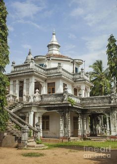 Buy White colonial house by Photopat on PhotoDune. Colonial house built in early century in Negombo, Sri Lanka Old Abandoned Houses, Abandoned Buildings, Abandoned Places, Old Houses, Crazy Houses, Abandoned Mansion For Sale, Weird Houses, Nice Houses, Victorian Architecture
