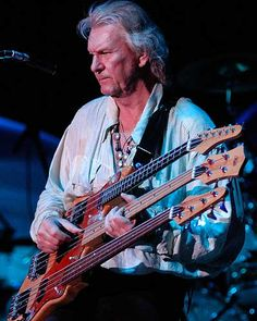 I'd only seen a two neck bass, this is crazy! Chris Squires 3 neck Bass ... What a player he was ...