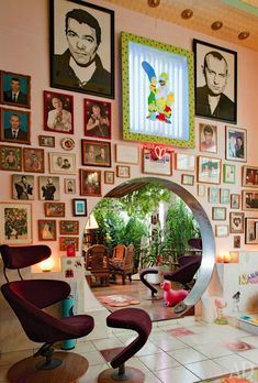 Just love this, decorating insanity that makes me smile! L'appartement intime de Pierre et Gilles. Chinese moon door between the living room & dining room. Home Design, Home Interior Design, Interior Decorating, Bohemian Interior Design, Colorful Interior Design, Vintage Interior Design, Rental Decorating, Interior Sketch, Foyer Decorating