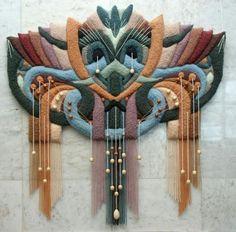 Объемные гобелены  Юрий Николаевич Овсепян создает уникальные гобелены.  В своих работах, кроме шерсти, автор использует полушерсть, ангору, альпаку, акрил, вискозу, хлопок, а также гармонично вводит деревянные элементы, бусы, камни.