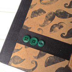 I love #Movember ideas for #crafting. Make a handmade mustache themed journal for guys! This #DIY project makes a perfect gift for men or boys #masculine #buttons