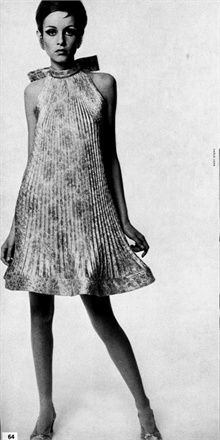 """Twiggy Plissé - Vogue.it....a version of the """"tent"""" dress....had one I loved!!"""