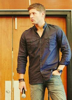 My favourite Jensen pic! he goes from cute little boy to hot sexy man in minutes! Jensen Ackles, Danneel Ackles, Jared And Jensen, Dean Winchester Hot, Sam And Dean Supernatural, Supernatural Fandom, Most Beautiful Man, Gorgeous Men, Bae