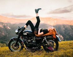 10 Reasons to date a Biker Chick Real motorcycle women - griftercompanyusa Motorcycle Photo Shoot, Motorcycle Outfit, Motorcycle Touring, Moto Bike, Scrambler Motorcycle, Biker Chick, Biker Girl, Lady Biker, Motorcycle Women