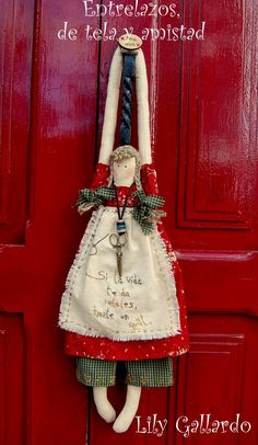 The dolls are cute, but I really like the way they are displayed on a coat hanger. Doll Crafts, Sewing Crafts, Primitive Christmas, Christmas Crafts, Angel Crafts, Sewing Dolls, Christmas Makes, Soft Dolls, Soft Sculpture