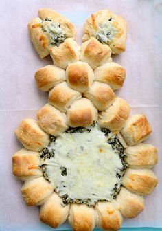 Get your Easter dinner started off right with these easy easter appetizers! From tasty dips to bunny shaped foods, these cute and creative easter appetizer recipes are sure to be a hit with your guests! dinner for two 60 Festive Easter Appetizers Easter Snacks, Easter Appetizers, Easter Dinner Recipes, Easter Brunch, Easter Treats, Appetizer Recipes, Holiday Recipes, Easter Food, Easter Party