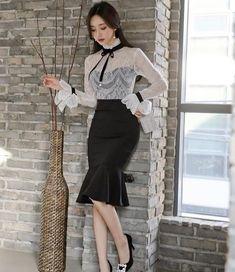 Elegância em alto estilo 😍 inspiração😍 Sigam @mademoiselle_moda_evangelica . .  #modacrista  #modaevangélica #modacristã #mocidadeccb… Korean Fashion Dress, Abaya Fashion, Korean Outfits, Mode Outfits, Skirt Outfits, Fashion Dresses, Secretary Outfits, Dress And Heels, Look Chic