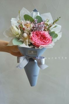 3살 아기의 생일꽃다발을 주문해 주셨어요~^^ 모두 수입꽃으로 만들어진 미니 다발이예요~ 그 중 퀸메이라 ...