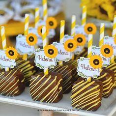 Sunflower Party Themes, Sunflower Birthday Parties, Sunflower Wedding Decorations, Baby Shower Decorations, Bday Girl, Baby Birthday, Frozen Fever Party, Sunflower Cookies, Sunflower Baby Showers