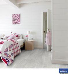 Quick-Step parquet : les 15 plus beaux parquets pour la maison Quick Step Parquet, Loft Conversion Bedroom, Light Oak, Vinyl Flooring, Decoration, Floors, Living Room, Planks, House