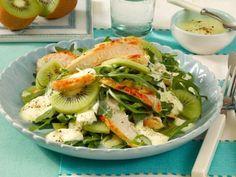 Jetzt wird´s exotisch: Dieser Salat besticht durch die Mischung aus zart-würzigem Hähnchen und süß-saurer Kiwi.