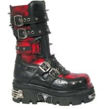 Harley Quinn Boots thick sole black and red single book leather metal studded buckles straps badass boot design reference Joker Und Harley Quinn, Harley Quinn Cosplay, Goth Shoes, Lolita Shoes, New Rock Boots, Harely Quinn, Shoe Boots, Heeled Boots, Gothic Outfits