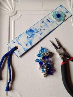 Punt de llibre amb flor feta amb boletes foses