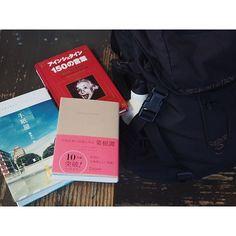 fujifab12 on Instagram pinned by myThings 久しぶりの移動時間が嬉しすぎる件。小さいノートパソコン持ってないから、移動中仕事できない❤️(しない)  1日一冊ペースで読んでた本(#本日のbook)…最近全然読めてなかったので 1泊だけだけど3冊持参〜 大好きな菜根譚とアインシュタイン、そして初めて読む『手紙屋』の3冊。  アインシュタインはもう読み終わりましたが…やはりアインシュタインラブ。  好きな言葉をいくつかご紹介☺️ ⚫︎どうして自分を責めるんですか?他人がちゃんと必要なときに責めてくれるんだから、いいじゃないですか。 ⚫︎動物と仲良くしなさい。そうすれば、あなたはふたたび快活になり、何事もあなたを悩ませることはできないでしょう。 ⚫︎過去、現在、未来の区別は、どんなに言い張っても、単なる幻想である。 ⚫︎結果というものにたどり着けるのは、偏執狂だけである。 ⚫︎野望や、ただの義務感からは本当に価値のあるものは生まれません。それは、人や対象となる物への愛と貢献から芽生えます。…
