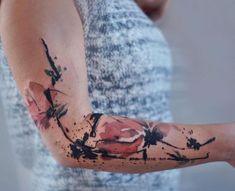 Ukrainian artist Aleksandra Katsan captures the carefree fluidity of the watercolor medium in her beautiful watercolor tattoos. Line Tattoo Arm, Line Tattoos, Tattoos For Guys, Tattoos For Women, Cool Tattoos, Tatoos, Colour Tattoo For Women, Tummy Tattoo, Skin Color Tattoos