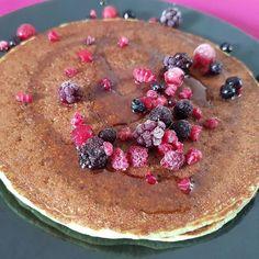 This is why I  weekends!  Comparto de nuevo la receta de mi desayuno preferido de fin de semana (que me la pidieron hoy por ahí):  2 huevos enteros (nada de #yemafobia please)  1 cambur/banana/plátano  1/2 taza de hojuelas de avena  1 porción de #wheyprotein (yo uso la de @myproteines que compro en http://ift.tt/1W8jeSW)  2 cucharadas grandes de yogurt natural o queso batido  2 cucharadas de aceite de coco orgánico (uso el de @myproteines que compro en http://ift.tt/1QGYVbT)  1/2 taza o un…