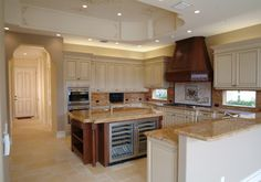 Mediterranean Kitchen Peninsula Dining Table Design Ideas, Pictures, Remodel and Decor