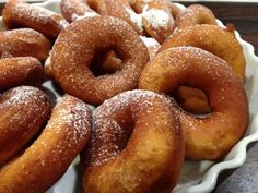 Amelia saved to kitchenOriginale amerikanske donuts – eller doughnuts - Cupcake Cookies, Creative Food, Doughnuts, Soul Food, Kids Meals, Baked Goods, Food And Drink, Cooking Recipes, Snacks