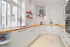 Kök, vit mosaik Vit, Kitchen Cabinets, Design, Home Decor, Kitchens, Interiors, Decoration Home, Room Decor, Kitchen Cupboards