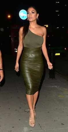 Nicole Scherzinger wearing House of CB Kori Khaki Stretch Vegan Leather Pencil Skirt and Aquazzura Very Eugenie Sandals Nicole Scherzinger, Sexy Outfits, Sexy Dresses, Fashion Outfits, Love Fashion, Womens Fashion, Sexy Skirt, Celebs, Celebrities