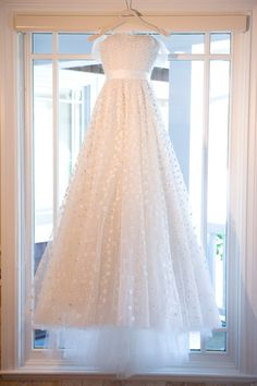 Tessa's intricate gown — covered in tiny flowers and beads — was Oscar de la Renta. #Treswedding