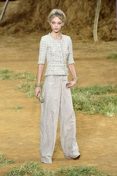 Chanel Spring 2010 Ready-to-Wear Collection
