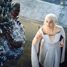 Incredibly awesome picture of Daenerys and her dragon, Game of Thrones, season 5.