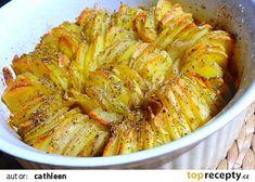 Křupavý bramborový koláč s cibulí a rozmarýnem recept - TopRecepty.cz Ratatouille, Starters, Onion, Shrimp, Side Dishes, Cabbage, Picnic, Food And Drink, Potatoes