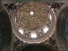 El Sagrario in Old Quito has a superb dome covered with frescos representing biblical scenes with archangels.