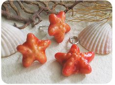 Starfish pendant made of polymer clay, coloured with pastels and varnished. Works as a charm as well :)