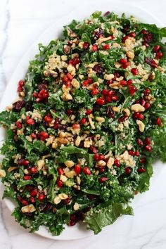 This Winter Kale and Quinoa Salad makes the perfect healthy holiday side dish that is sweet, crunchy and super easy to make! This Winter Kale and Quinoa Salad makes the perfect healthy holiday side dish that is sweet, crunchy and super easy to make! Quinoa Salad Recipes, Vegetarian Recipes, Cooking Recipes, Healthy Recipes, Winter Salad Recipes, Healthy Christmas Recipes, Vegetarian Salad, Fast Recipes, Cooking Tips