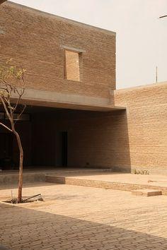 _ Architects: Studio Mumbai Location: Ahmedabad, India Year: 2014 Photographs: Bijoy Jain _ +