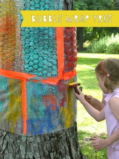 Kids use rollers and tempera paint to make print from the bubble wrap tree Art Activities For Kids, Craft Projects For Kids, Preschool Art, Preschool Activities, Art For Kids, Art Projects, Reggio Emilia, Diy Upcycling, Toddler Art