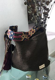 DESCRIPTION This beautiful hand knitted morral by Mexican Artisans from Mayan zone, is unique and exclusive design of Otomiartesanal, is a tote bag with a very ethnic touch and a beautiful giant pompon hanging on one of its sides. Crochet Handbags, Crochet Bags, Tie Dye Crafts, Crochet Woman, Tapestry Crochet, Summer Bags, Knitted Bags, Missoni, Beautiful Hands