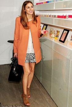 64e9b3de7d04 Beautiful in Zara Peach Coat and Print skirt. Cores Quentes