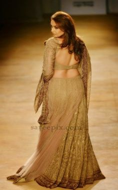 Bollywood actress Huma qureshi has stolen eyes in a designer lehenga at India Couture Week 2014. SHe walked the ramp for Rimple and Harpeet Narula. It is a