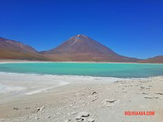 Laguna Verde en Bolivia #Bolivia #4x4 #4wd #Travel #tours #overland #camping #TravelAgency #acampar www.bolivia4x4.com Bolivia, Travel Tours, Mount Rainier, 4x4, Blues, Camping, Mountains, Nature, South America