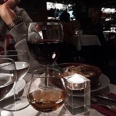Кулажина М (@marg_holsted) • Фото и видео в Instagram Night Aesthetic, Aesthetic Photo, Aesthetic Food, I Need Friends, Wine Mom, Mirror Pic, Melrose Place, Fruit Drinks, Romantic Dinners