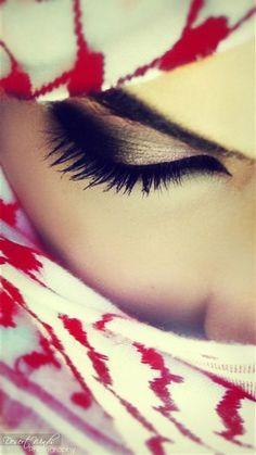 beautiful almost smokey eye make up