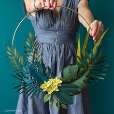 Elegant, paper flora wreath - do we have a need, though?a simple tutorial to make a gorgeous DIY tropical wreath complete with palm leaves, monstera and orchid blooms. Once you trim and color all your botanical Tropical House Design, Tropical Home Decor, Tropical Interior, Tropical Houses, Tropical Flowers, Tropical Leaves, Diy Flowers, Paper Flowers, Tropical Colors