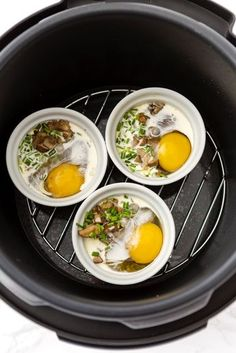 Instant Pot Eggs En Cocotte This Pressure-Cooker Ramekin Eggs Recipe Is Ready in Less Than 5 Minutes Power Pressure Cooker, Instant Pot Pressure Cooker, Healthy Recipes, Egg Recipes, Recipies, Lunch Recipes, Healthy Pressure Cooker Recipes, Vegetarian Recipes, Fondue Recipes