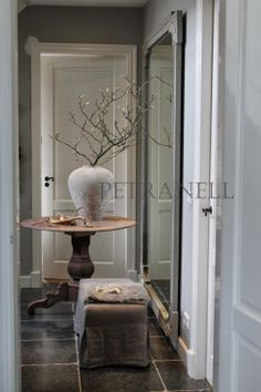 the passage way. Gray Interior, Interior Design, Country Cottage Living Room, Entry Hallway, Door Entry, Rustic Interiors, Beautiful Interiors, House Entrance, Decoration