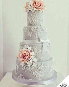 Use e abuse das flores e de detalhes decorativos no seu bolo. Ele é o centro das atenções na mesa e merece um toque especial.