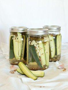 easy refridgerator dill pickles based on Bobby Flay& recipe Homemade Refrigerator Pickles, Homemade Pickles, Bobby Flay Recipes, Canning Recipes, Fruits And Veggies, Vegetables, The Fresh, Veggie Recipes, Food Network Recipes