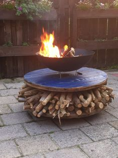 Wooden Spool Tables, Wooden Cable Spools, Wood Spool, Wooden Pallet Projects, Outdoor Projects, Outdoor Decor, Cable Reel Ideas Garden, Cable Drum, Cool Fire Pits