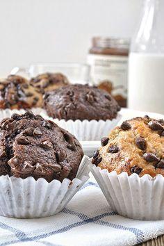 Chocolate Chip Banana Muffins: 2 Ways (recipe in Greek) source More cake & cookies & baking inspiration! Chocolate Greek Yogurt, Chocolate Filling, Homemade Chocolate, Sweets Recipes, Cake Recipes, Desserts, Banana Chocolate Chip Muffins, Protein Muffins, Baking Muffins