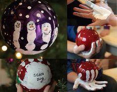 julekugler med håndaftryk.