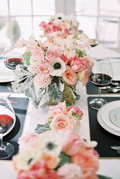 glamorous table decor ideas See more gold wedding inspiration here Floral Centerpieces, Table Centerpieces, Wedding Centerpieces, Floral Arrangements, Wedding Decorations, Table Decorations, Wedding Tables, Centrepieces, Wedding Bride